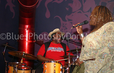 "Terry ""Thunder"" Hughley, Thornetta Davis Buzz Bar Detroit 2006"