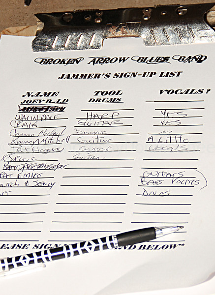 Wailin' Dale<br /> top of jam signup sheet<br /> Freddy's Bar Clinton Twp 2011