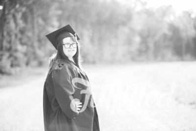Mikayla Duffel Cap and Gown Session (40)
