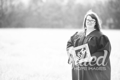 Mikayla Duffel Cap and Gown Session (32)