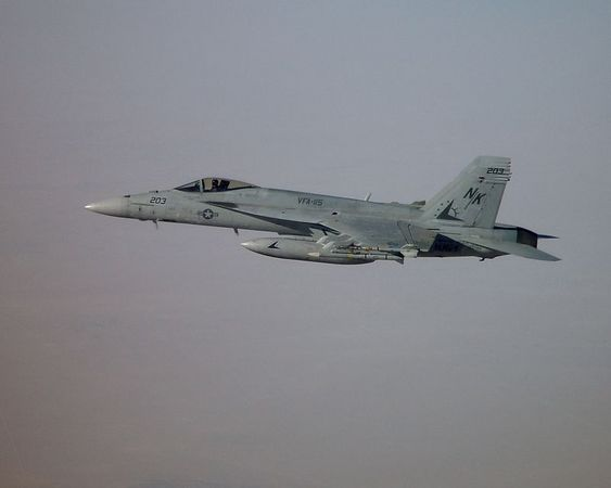 US Navy F/A-18E Super Hornet over Kuwait during Operation Iraqi Freedom, March 2003
