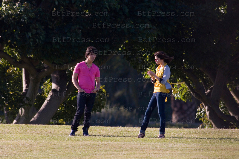 EXCLUSIVE - Miley Cirus, Selena Gomez and the Jonas Brothers during a movie set in Malibu,California.(Photo by Michel Boutefeu)