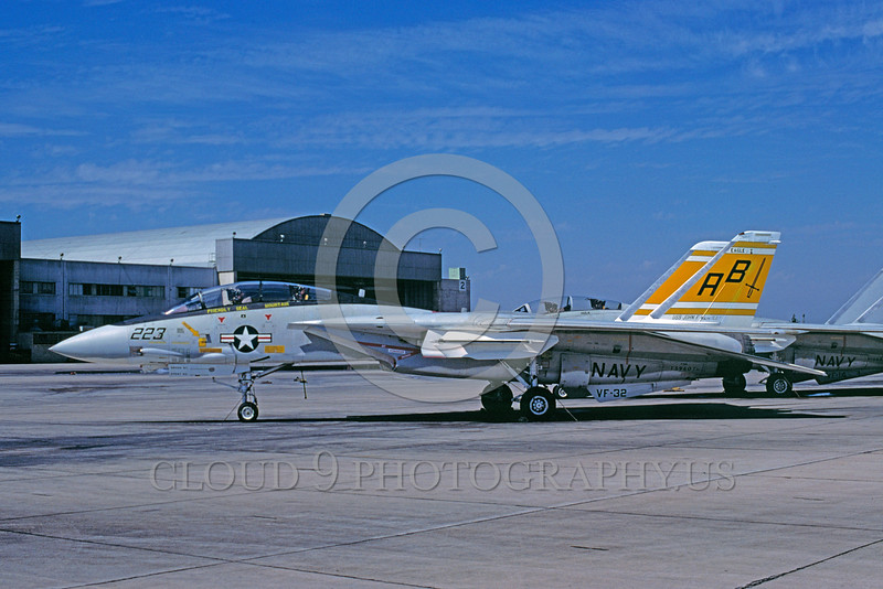 F-14USN-VF-32 0005 A static Grumman F-14 Tomcat USN jet fighter 159601 VF-32 SWORDSMEN USS John F Kennedy 10-1977 military airplane picture by Roy T Lock via African Aviation Slide Service