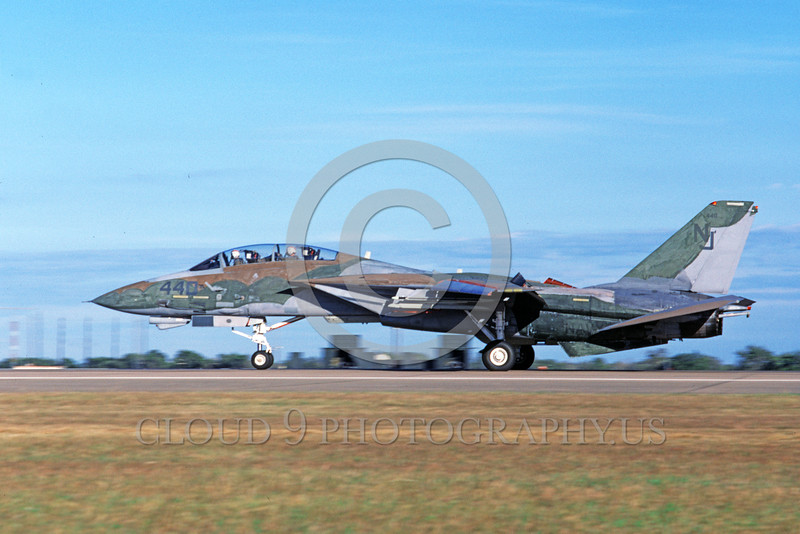 F-14USN-CAM 0011 A landing Grumman F-14 Tomcat USN VF-124 GUNFIGHTERS 11-1986 military airplane picture by Michael Grove, Sr