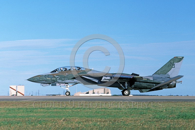 F-14USN-CAM 0009 A landing Grumman F-14 Tomcat USN VF-124 GUNFIGHTERS 11-1986 military airplane picture by Michael Grove, Sr