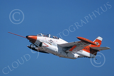 T-2USN 00006 A flying North American Aviation T-2C Buckeye USN jet trainer 3-1978 military aviation picture by Julian Hill