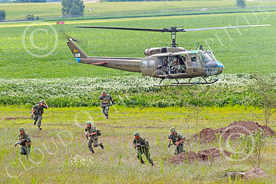 H-1USA 00028 A Bell H-1 Iroquois Huey US Army with disembarked soldiers military helicopter picture by Peter J Mancus