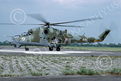 Mi-24 00007 A static Mil Mi-24D Hind attack helicopter Polish Air Force 6-2003 by MarinusTabak