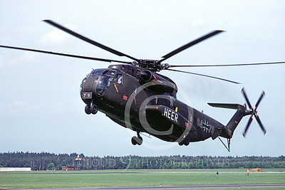 CH-53Forg 00002 A landing Sikorsky CH-53 Sea Stallion German Army helicopter picture 6-1992 by Wilfried Zetsche