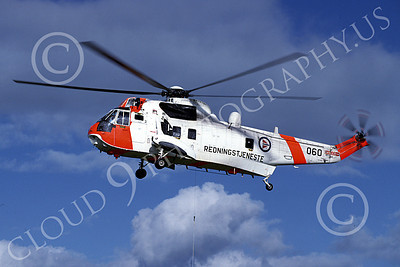 Westland Sea King 00008 A hoovering Westland Sea King Norweigian Air Force helicopter picture 8-2002 by Marinus Tabak