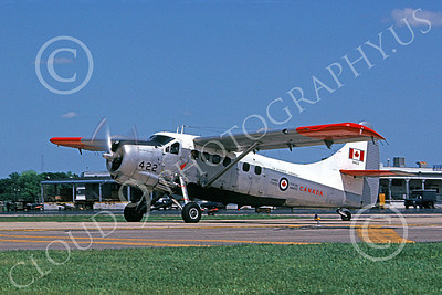 Beaver 00003 A taxing de Havilland Canada Canadian Armed Forces Beaver 8-1981 military airplane picture by Ronald McNeil
