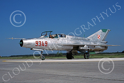 MiG-21U 00017 A taxing MiG-21U Mongol Polish Air Force 9349 9-1991 military airplane picture by Bill Barnabas