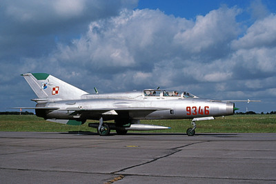 MiG-21U 00013 A taxing MiG-21U Mongol Polish Air Force 9346 7-1998 military airplane picture by Richard Twitchell