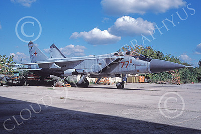 MiG-31 00005 A static Mikoyan-Guryevich MiG-31 Foxhouond Soviet Air Force 77 7-1995 military airplane picture by Ken Potts