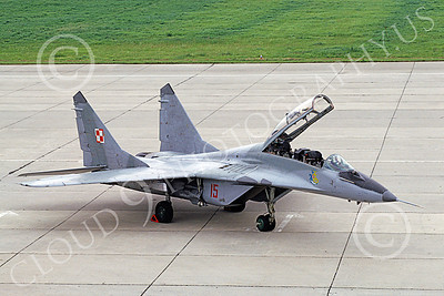 MiG-29UB 00021 A static MiG-29UB Fulcrum Polish Air Force 15 9-1991 military airplane picture by W Gysin-Aegerter