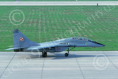MiG-29UB 00035 A taxing MiG-29UB Fulcrum Polish Air Force 64 7-1994 military airplane picture by Rick LeDonne