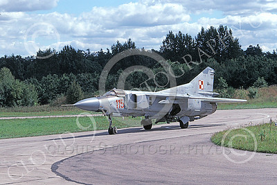 MiG-23 00069 A taxing MiG-23 Flogger Polish Air Force 115 9-1999 military airplane picture by Gene MacDonald
