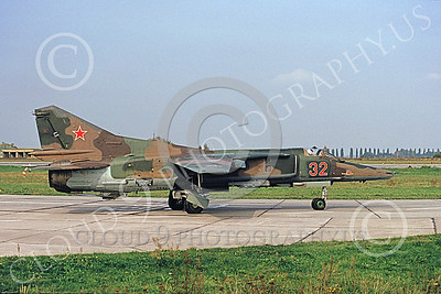 MiG-23 00067 A taxing Mikoyan-Guryevich MiG-23 Flogger Soviet Air Force 32 8-1992 military airplane picture by 10-1992 by Wieland Stolze