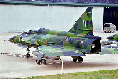 Viggen 009 A static green cam SAAB Viggen Sk 37 Swedish Air Force jet fighter-trainer, 8-1975 Satenas, military airplane picture by Stephen W  D  Wolf   BBB_9728   Dt
