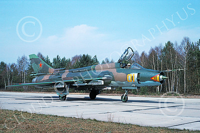 Su-17 00033 A taxing Sukhoi Su-17 Fitter Soviet Air Force 01 9-1991 military airplane picture by Wilfried Zetsche