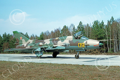 Su-17 00041 A taxing Sukhoi Su-17 Fitter Soviet Air Force 09 4-1993 military airplane picture by Wilfried Zetsche