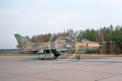 Su-17 00025 A taxing two seat Sukhoi Su-17 Fitter Soviet Air Force 82 4-1993 military airplane picture by Wilfried Zetsche