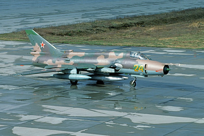 Su-17 00039 A taxing Sukhoi Su-17 Fitter Soviet Air Force 24 9-1991 military airplane picture by Wilfried Zetsche
