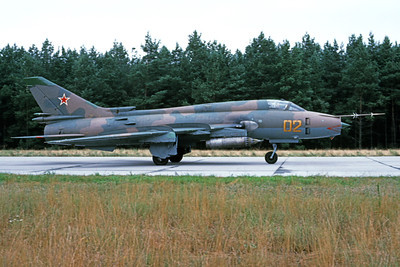 Su-17 00029 A taxing Sukhoi Su-17 Fitter Soviet Air Force 02 9-1991 military airplane picture by Wilfried Zetsche