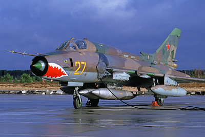 Su-17 00013 A static Sukhoi Su-17 Fitter Soviet Air Force 27 SHARKMOUTH 4-1994 military airplane picture by David Combs