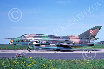 SU-22 00013 A taxing Sukhoi Su-22 Fitter Polish Air Force 3811 9-2006 military airplane picture by Phil Swedenborg