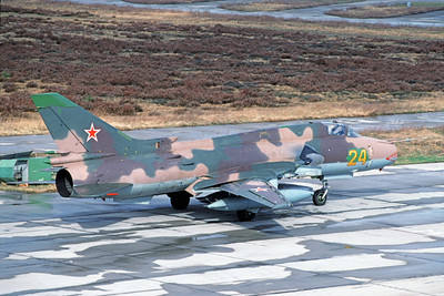 Su-22 00011 A taxing Sukhoi Su-22 Fitter Soviet Air Force 24 4-1994 military airplane picture by Ed Endres