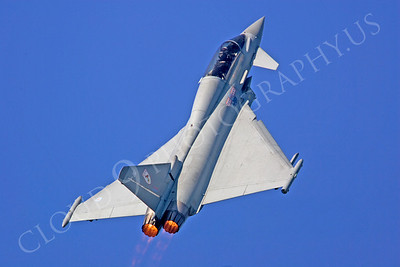 AB - Typ 00018 Eurofighter Typhoon British RAF by Tony Fairey