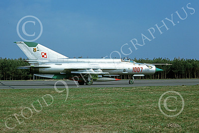 MiG-21 00069 A taxing MiG-21 Fishbed jet fighter Polish Air Force 1007 4-2001 military airplane picture by Jan Jorgensen