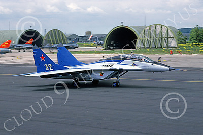 MiG-29UB 00015 A taxing Mikoyan-Guryevich MiG-29UB Fulcrum Soviet Air Force 32 5-1991 military airplane picture by Bob Patterson
