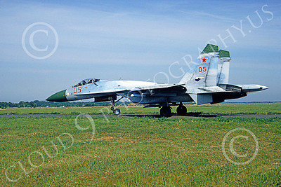 SU-27 00027 A taxing Sukhoi Su-27 Flanker Soviet Air Force 05 6-1992 military airplane picture by F Visser