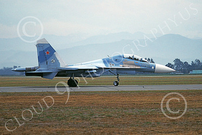 Su-27 00001 A taxing blue Sukhoi Su-27 Flanker Soviet Air Force 389 Abbottsford 8-1991 military airplane picture by Phil Greene