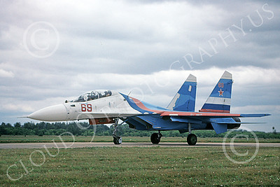 Su-27 00013 A taxing Sukhoi Su-27 Flanker Soviet Air Force 69 8-2009 military airplane picture by Joe Collins