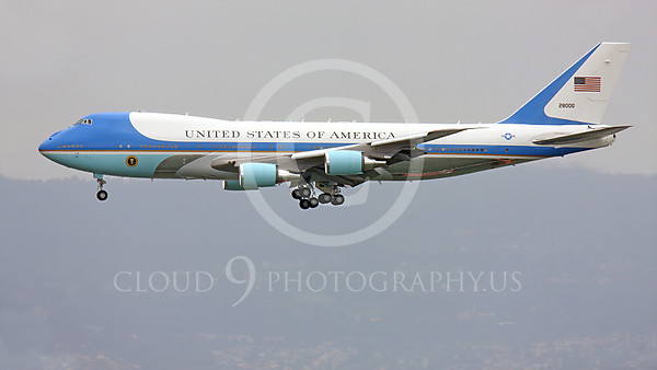 VC-25A 00006A Left side of a flying USAF VC-25A, 28000, a Boeing 747-200B, aka Air Force One, on final approach to land at SFO, military airplane picture, by Peter J Mancus