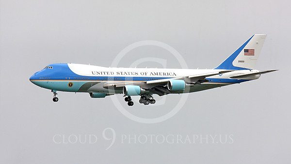 VC-25A 00004A A USAF VC-25A VIP military airplane, 28000, a Boeing 747-200B, aka Air Force One, on final approach to land at SFO, military airplane picture, by Peter J Mancus