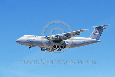 C-5USAF 0068 A landing low viz gray Lockheed C-5 Galaxy USAF 68307 9-2005 military airplane picture by Michael Grove, Sr