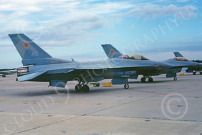 F-16USN 00002 Lockheed Martin F-16 Fighting Falcon US Navy NAS Oceana Dec 1989 by Stephen W D Wolf