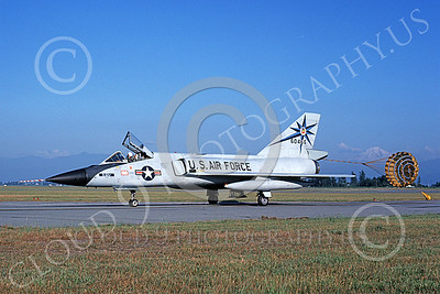 F-106AUSAF 00089 A taxing Convair F-106A Delta Dart USAF 60466 318th FIS GREEN DRAGONS Abbottsford 8-1980 military airplane picture by Michael Grove, Sr