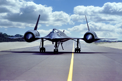 SR-71 001 A taxing Lockheed SR-71A Blackbird, USAF strategic recon supersonic spy plane, 17980, 9th SRW, 7-1983 Greenham Common, military airplane picture by Stephen W  D  Wolf   GGG_2341   Dt