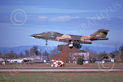 RF-101BUSAF 00020 A landing McDonnell RF-101B Voodo USAF 467 McClelland AFB 3-1976 military airplane picture by Michael Grove, Sr
