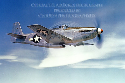 P-51 00006 A flying US Army Air Corps North American P-51 Mustang, military airplane picture, Official USAF Picture