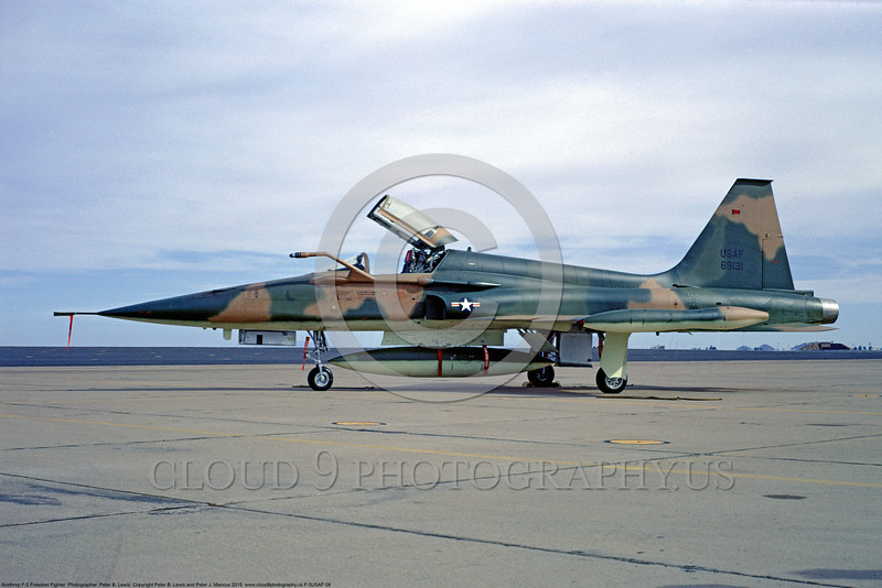 """F-5USAF 00009 A static Northrop F-5C Freedom Fighter """"Skoshi Tiger"""" USAF 69131 Williams AFB 4-1967 military airplane picture by Peter B Lewis"""