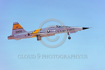 F-5USAF-Fly 00016 A flying Northrop F-5E Freedom Fighter USAF 01400 Luke AFB military airplane picture by Peter J Mancus