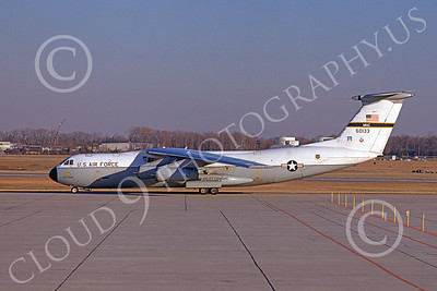 C-141AUSAF 00003 A taxing USAF Lockheed C-141A StarLifter 60133 1-1975 military airplane picture by Donald Hopper