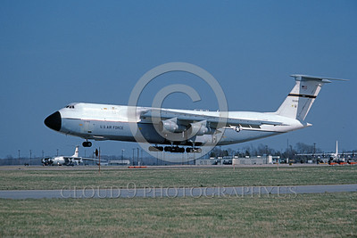 C-5USAF 0004 A landing Lockheed C-5 Galaxy USAF heavy lift cargo jet 700460 436 MAW Dover AFB 4-1984 military airplane picture by Barry Roop