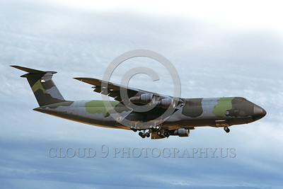 C-5USAF 0028 A landing lizard color scheme Lockheed C-5 Galaxy USAF 50008 5-1990 military airplane picture by Carl E Porter